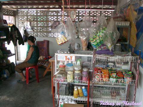 Kleine Tankstelle in Thailand - Snacks