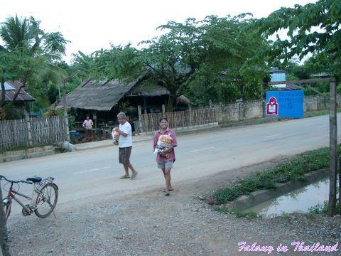 Regenzeit in Thailand - Hilfspakete für Bedürftige