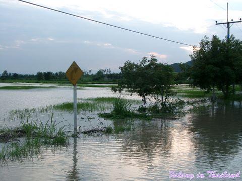 Regenzeit in Thailand - Strasse verschwunden