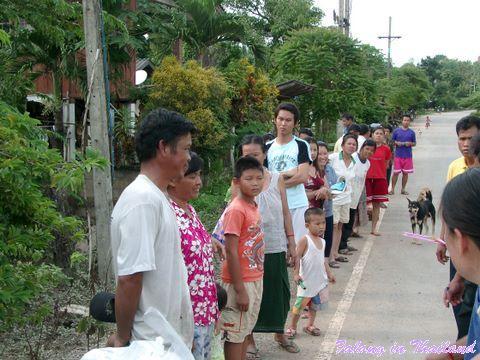Regenzeit in Thailand - Verteilung Hilfspakete