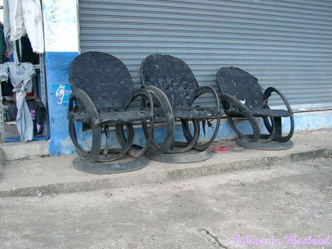 Drei Sessel aus Altreifen in Thailand