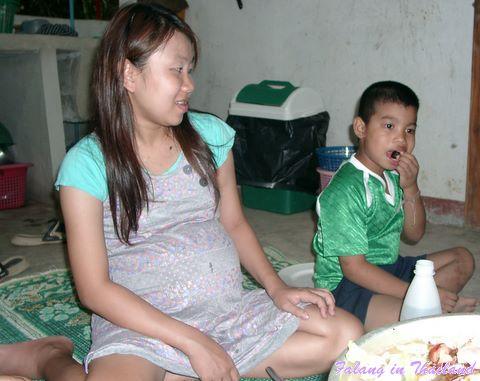 Schwangere thailändische Frau