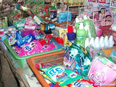 Thailändischer Markt - Kosmetik und Waschmittel
