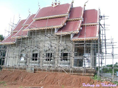 Thailändischer Tempel im Rohbau