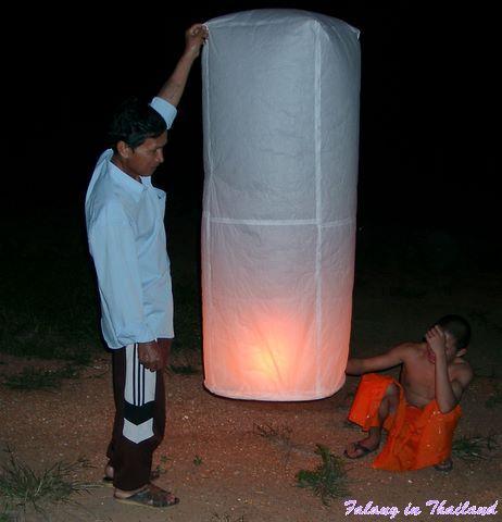 Loi Khratong Fest Thailand - Start eines Khom Loi