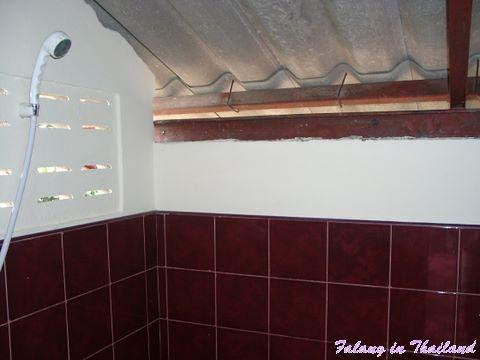Duschraum im thailändsichen Wohnhaus