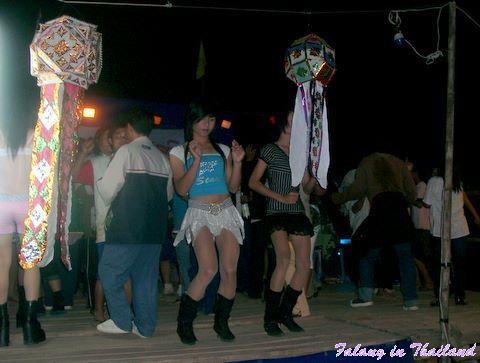Loi Khratong - Tanz am Abend