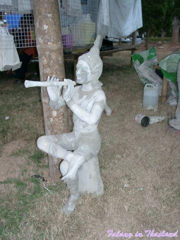 Flötenspieler aus Beton