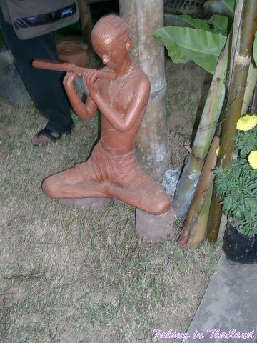 Querflötenspieler aus Beton - Thailand