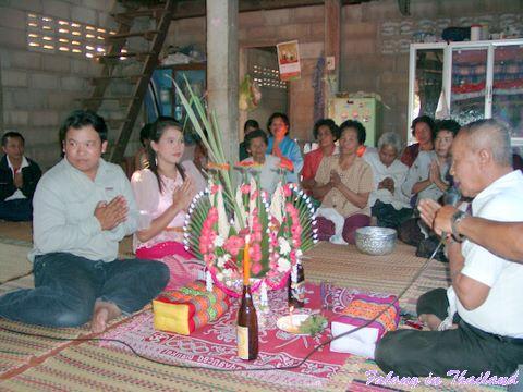 Brautpaar und Dozent - Thailändische Hochzeit