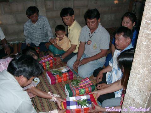 Thailändische Hochzeit - Brautpaar bedankt sich