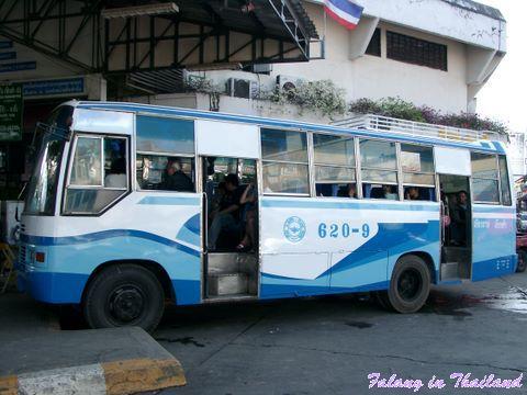 Busbahnhof Chiang Rai - Bus unklimatisiert