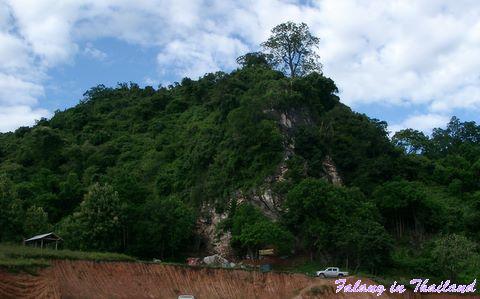wat-phangam-fussabdruck-buddhas-am-felsen-07280008